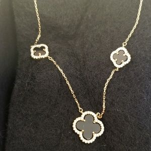 Jewelry - Black and gold necklace